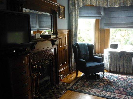 Antigonish Victorian Inn: part of room