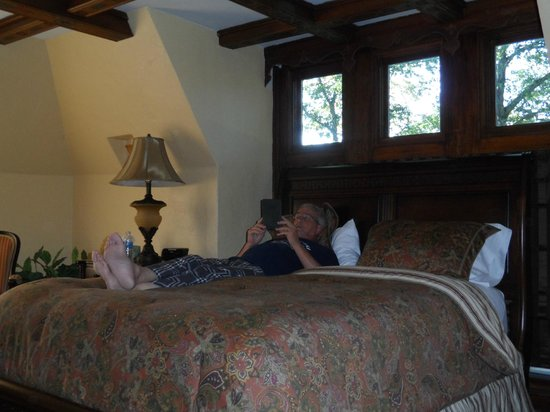 The Oaks Bed and Breakfast Hotel: The very place to relax and read a book