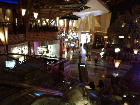 View of shopping and food court at Mohegan Sun