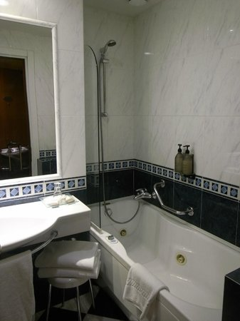 Hotel Parma & Congressi : bathroom with bath tub