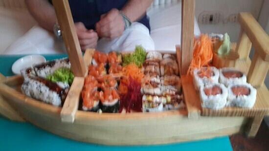 Tabetai Sushi Bar : sushi variado 30 piezas