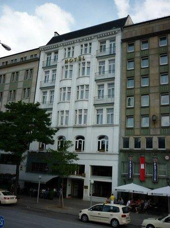 Novum Hotel Kronprinz Hamburg Hauptbahnhof: Hotel frontage