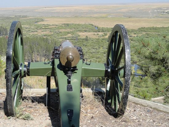 Big Hole National Battlefield: Howitzer on hill, neutralized early in the battle