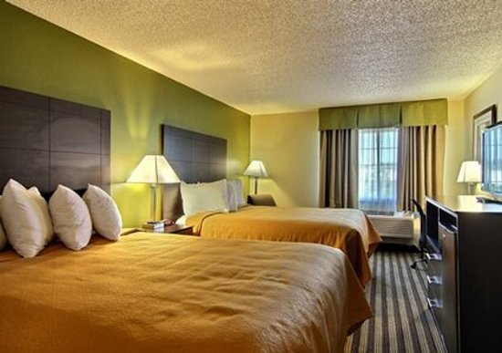 Quality Inn : guest rooms with two double beds