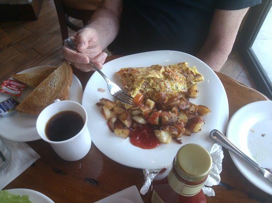 Athena By The Sea : Pretty good Omelet!