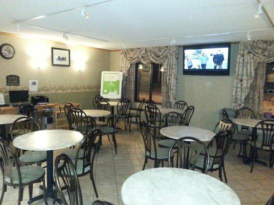 Days Inn & Suites Plattsburgh: Salle pour les déjeuners