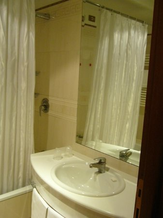The Brand Hotel Roma: View of the shower room