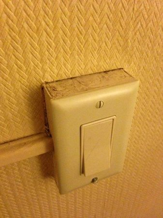 West Gate Inn Nyack : The switch doesn't even work - but how icky