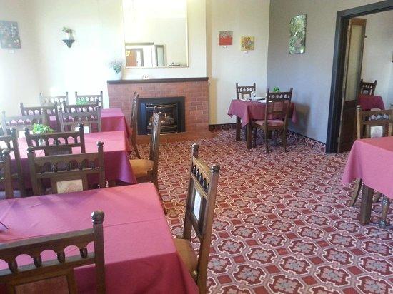 Foveaux Hotel: Captain's Table licensed restaurant
