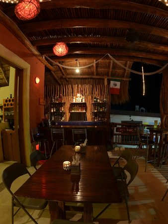 El Sushi de Holbox: Inside view of the restaurant from our table, it was kind of late at night