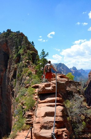 Angel's Landing: Get used to holding onto that chain