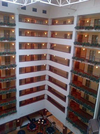 Renaissance Charlotte Suites: Atrium