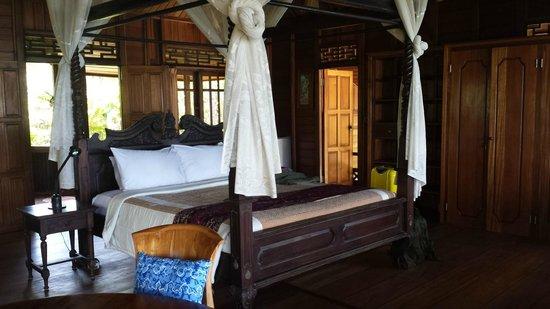 Jasri Bay Hideaway : The interior of the Villa Kelapa