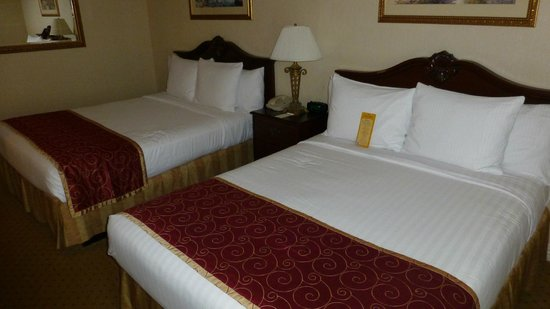 Music Road Resort Inn: 2 Queensize Bed room