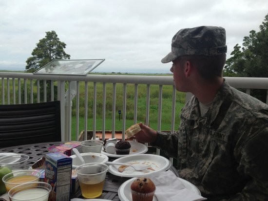 Hampton Inn Mobile-East Bay/Daphne: Breakfast on the patio.