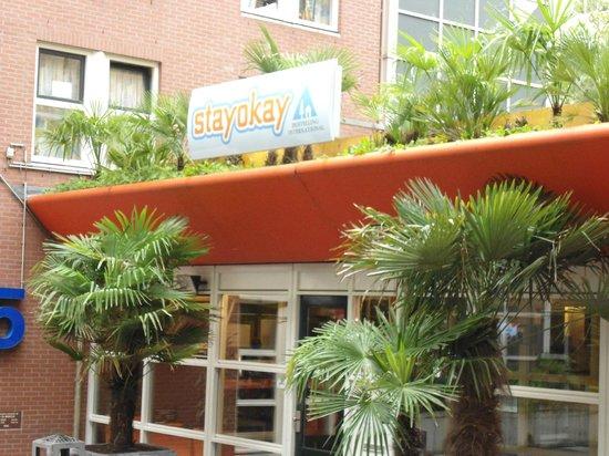 Stayokay Hostel Amsterdam Vondelpark : Entrada do hostel, bem ao lado do parque