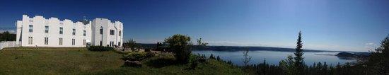 Vue panoramique de l'Auberge La Tourelle du Fjord