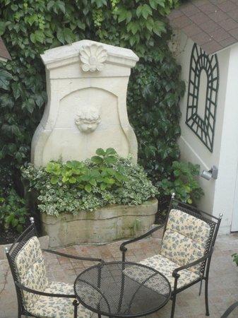 Hotel de Varenne: Courtyard
