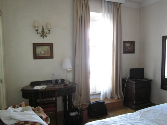 Hotel Cinquantatre: Another view of the room