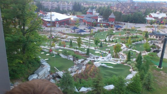 The Grand Georgian - Blue Mountain Resort : Mini Putt from the gondola