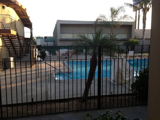 Americas Best Value Inn- Merced : Piscine