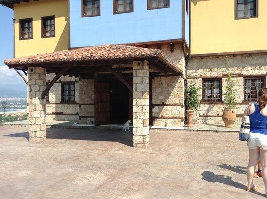 Estate Kalaitzis: Front of hotel