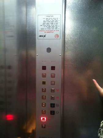 Townhouse Tel Aviv : the lift where we couldn't understand a single word