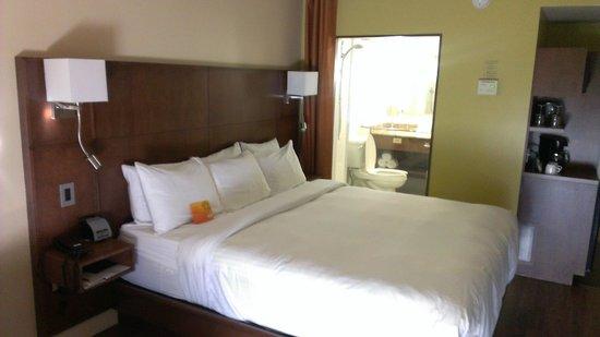 Hotel & Suites Normandin Quebec: Chambre avec Lit King