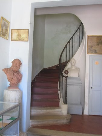 Musee Frederic Mistral: Foyer of Hone.