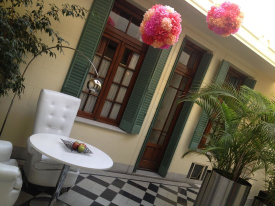 Krista Hotel Boutique: patio interno