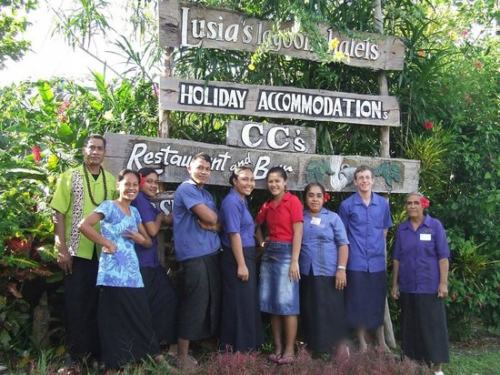 Lusia's Lagoon Chalets: Jim the manager and his staff