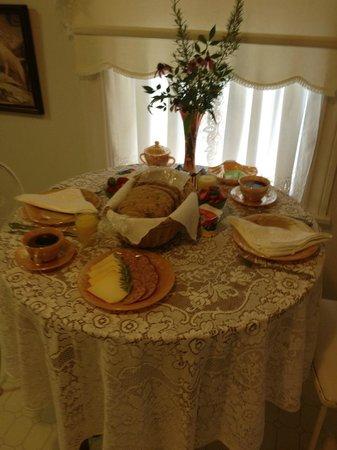 Lillie Marlene, A Fredericksburg, Texas Guesthouse: Breakfast