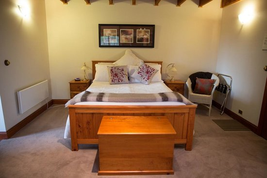 master suite bed picture of vivere retreat neerim south rh tripadvisor com