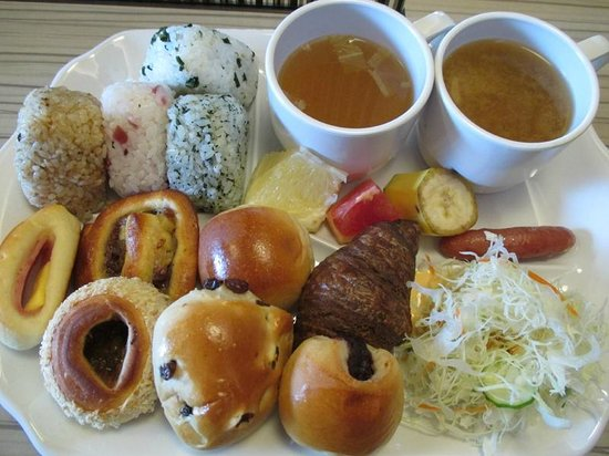 Viainn Higashi Ginza: 無駄なサービス、パンは合計15種類