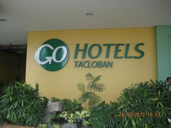 Go Hotels Tacloban: The front of the hotel