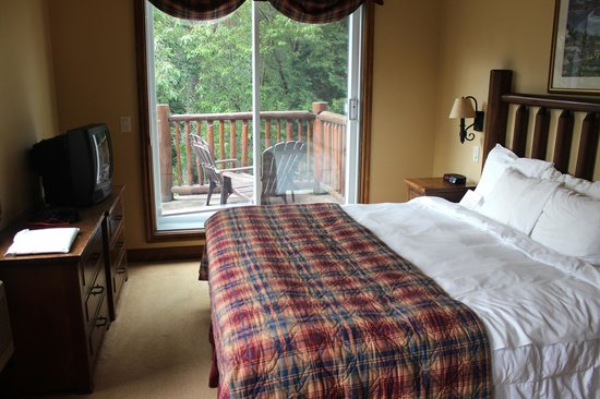 Le Grand Lodge Mont-Tremblant : Master bedroom in suite 334