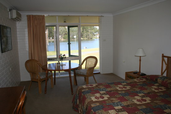 Hibiscus Lakeside Motel: Waterfront Room