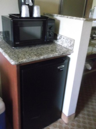 Country Inn & Suites By Carlson, Portland Airport : microwave