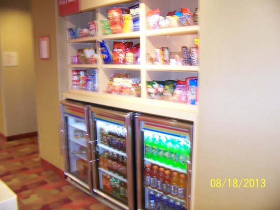 TownePlace Suites Fort Wayne North : Snacks are expensive, but available