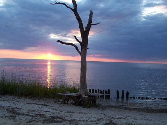 Cherrystone Family Camping Resort: Sunset over the bay