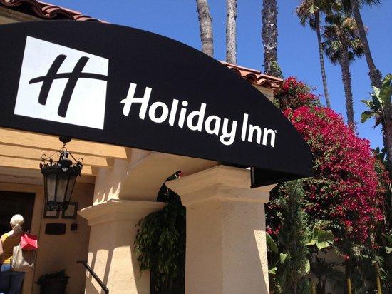 Holiday Inn Laguna Beach: Front of Hotel Seems Charming