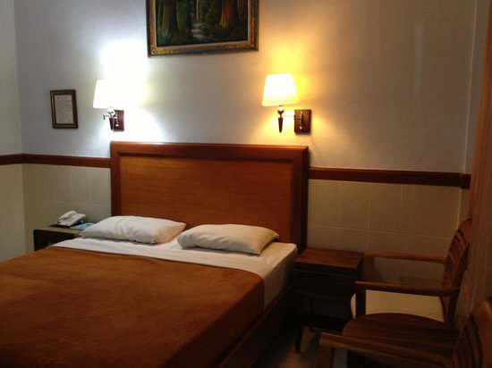 Hotel Sorga Cottages: Room 114, ground floor, Old and Worn but comfy