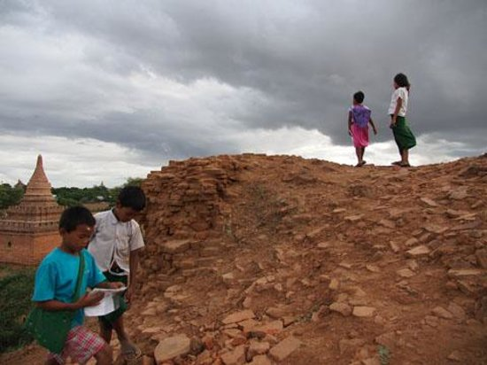 Indochina Pioneer: Children in Bagan