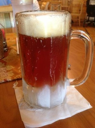 Lynx Lake Store Cafe: Ice cold German beer
