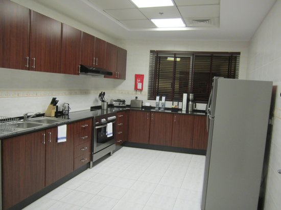 Dubai Marriott Harbour Hotel & Suites: The kitchen