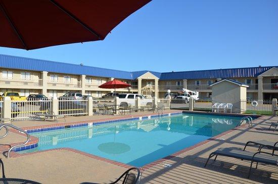 BEST WESTERN Inn of McAlester: Outdoor pool