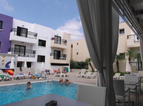 Senator Hotel Apartments: pool