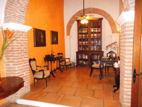 Alfiz Hotel : biblioteca