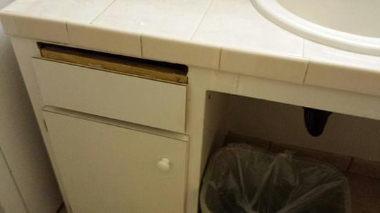 Travelodge San Ysidro: the bathroom sink