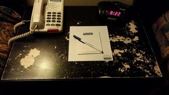 Travelodge San Ysidro: the nightstand